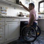 Ergotherapie in der Neurologie, Mann im Rollstuhl