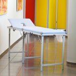 Massage- und Therapieliegen mit Lagerungshilfen
